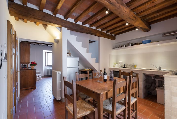 Village home with Comfort & Charm - Florence - Appartement