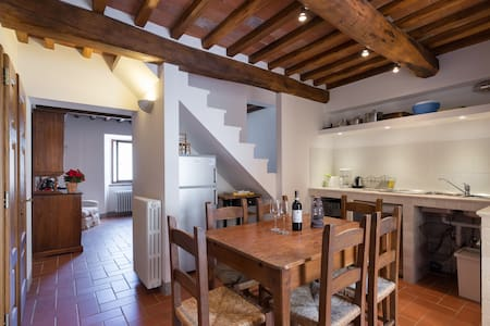 Village home with Comfort & Charm - Appartamento