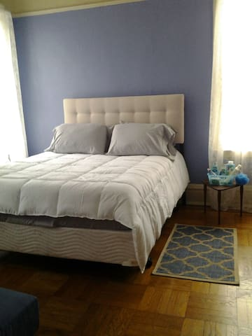 Queen sized pillow top bed.  Cushy, cozy,  comfy.