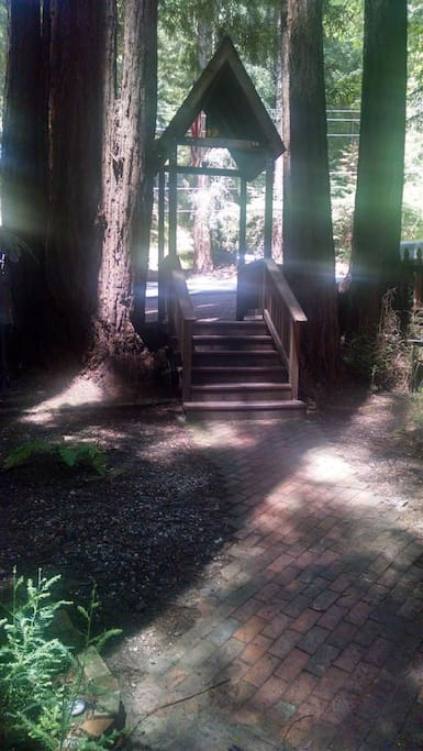 Entrance steps lead down from Glenwood Drive to grove.