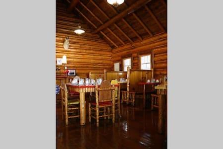 Log Cabin Cafe, B/B CEIL'S CABIN - Cooke City-Silver Gate - Bed & Breakfast