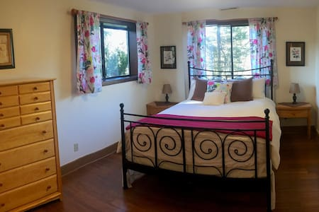 Charming Rose Room in the countryside w/breakfast! - Battle Ground - House