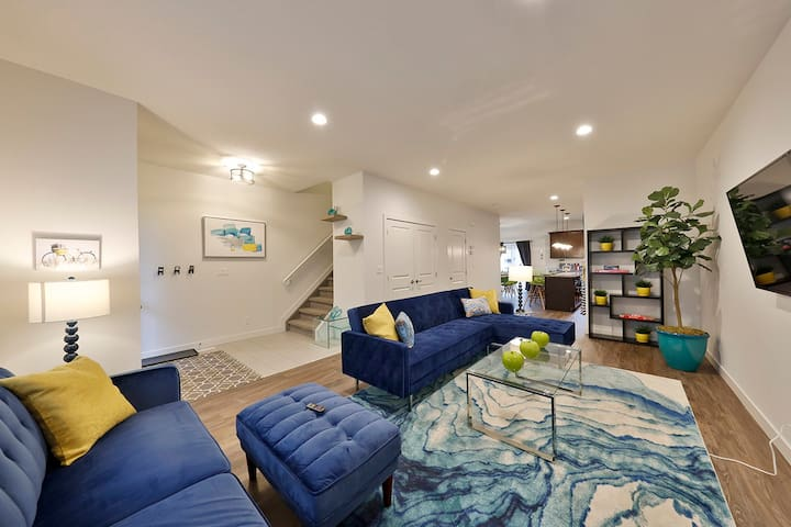 5 Mins to Downtown★20% off for 14 days+★Sleeps 13
