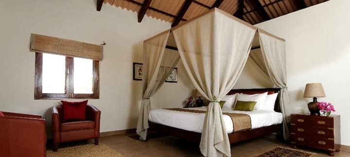 Kanha National Park Luxury cottages, all meals inc