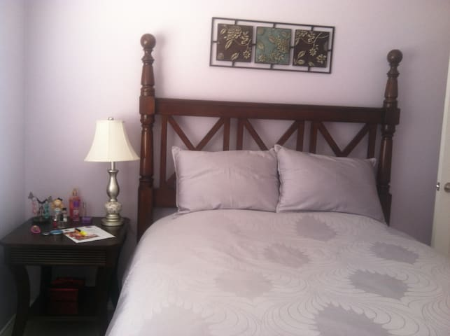 Queen, clean size bed. - Chula Vista