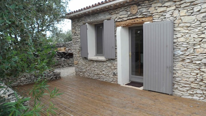 Mazet furnished in garrigue of Nîmes la Romaine