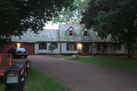 Wonderful Cape Cod home - Janesville