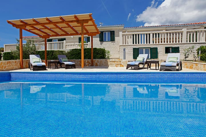 Four bedroom house, sea view and pool - Oliva