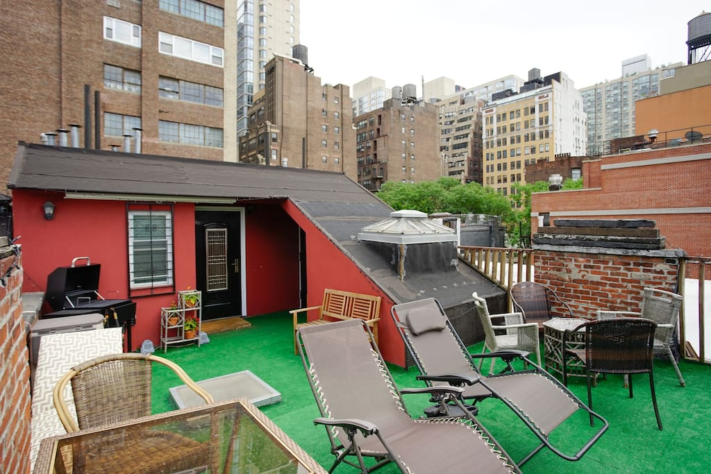 Roof Deck with multiple seating options
