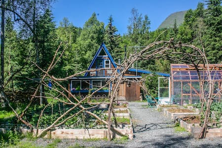 Kenai River Cottage, Riverfront - House