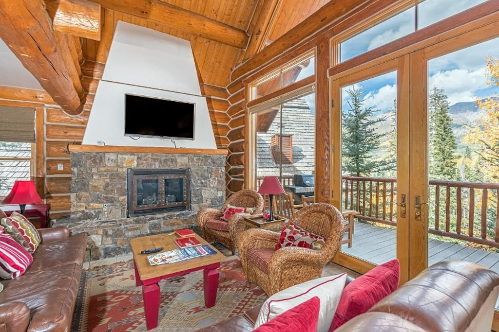 Living area with flat screen TV, gas fireplace