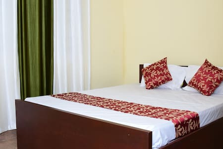 Holidayincoorg Cozy Nest - Bed & Breakfast