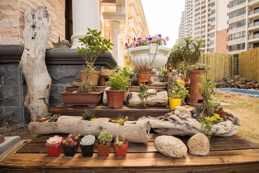 别墅花园休闲区花圃