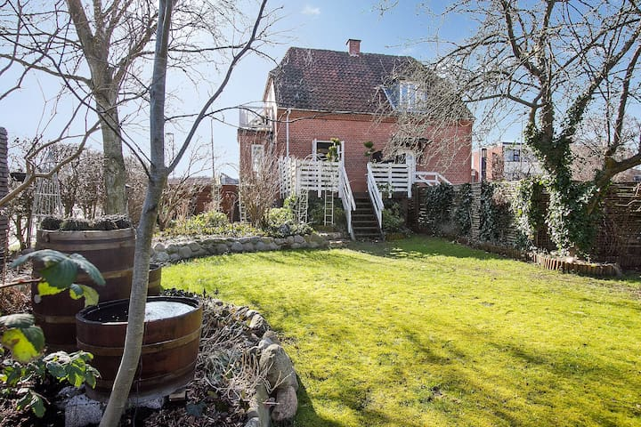 Cosy house with garden close to central Copenhagen - København - House