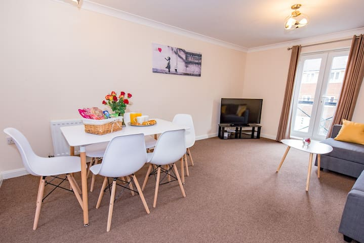 Comfort+ 2 bed serviced apartment, Hampton