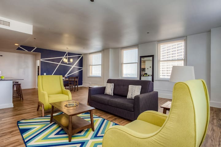 2BD/2BA Apartment—Convenient to Best of Downtown!