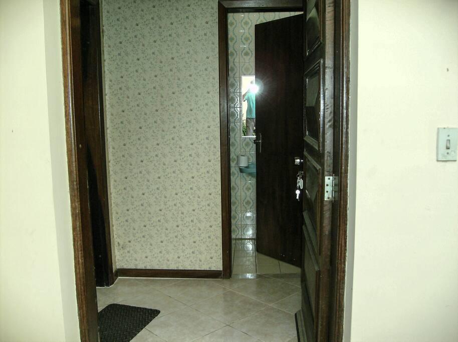 Hall de entrada com   Banheiro Social