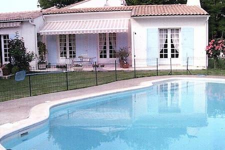 Maison avec piscine sur 2000 m2 de jardin. - Étaules - Ferienunterkunft