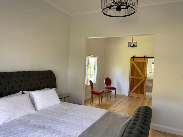 Champagne Suite, retreat and ensuite