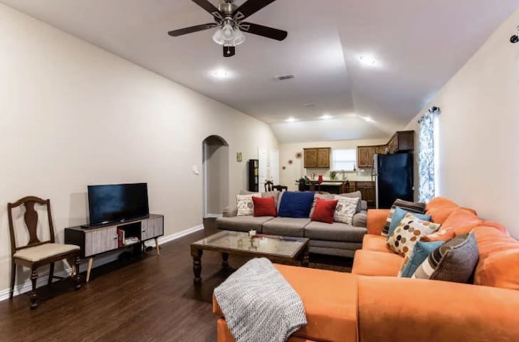Inviting open Concept Near Downtown