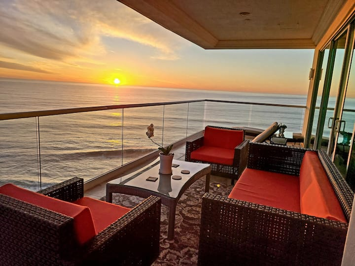 Luxury Oceanfront  Penthouse 2B/2B Sunrise Sunset!