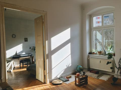2 luminous rooms with balcony in central location