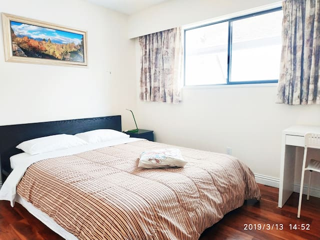 cosy,near YVR & easy to downtown, free parking,#3