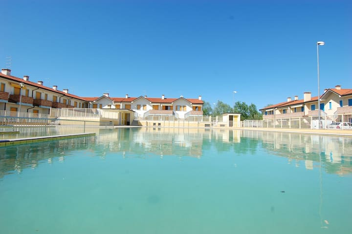 Rustic holiday home apartments near Venice with pool