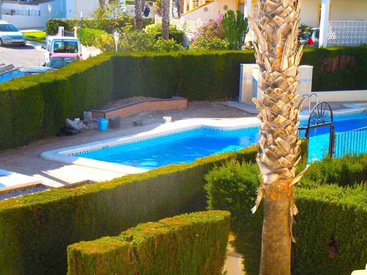 4 Bed Villa - Overlooking Comul Pool - Villamartin