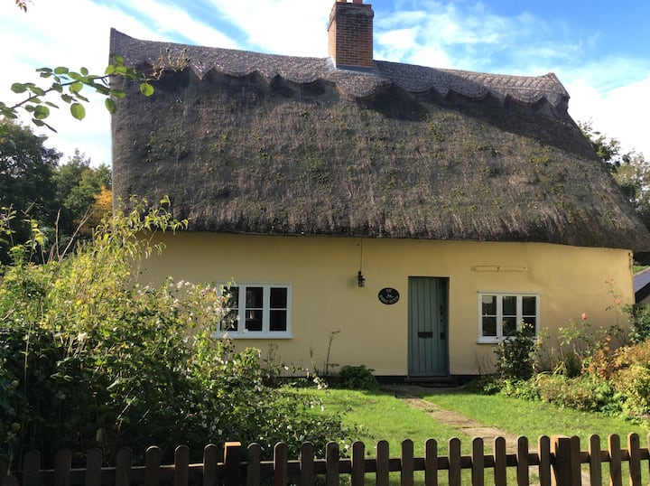 The Rabbit Hutch - charming country cottage.
