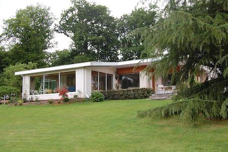 Maison de plein pied sans vis à vis - Gueugnon - House