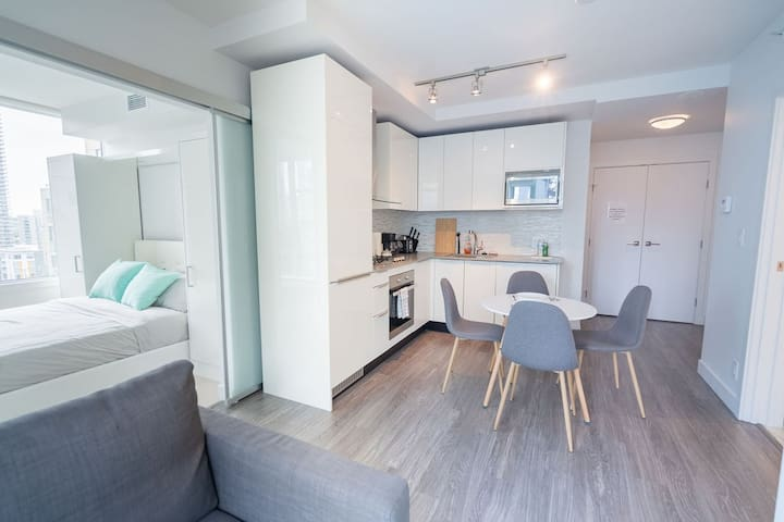 Brand New Apartment in Downtown!4Bed+Free Parking