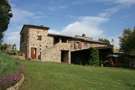 Podere Capanne, sleeps 8 guests in Sinalunga - Sinalunga