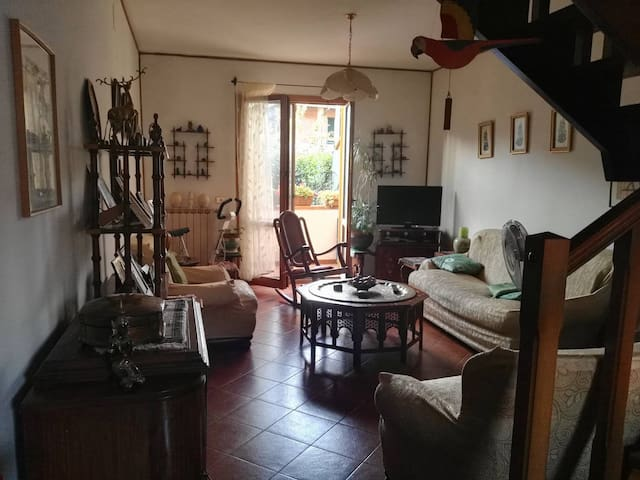 Private room in beautiful home in Tuscany - Pescia - บ้าน