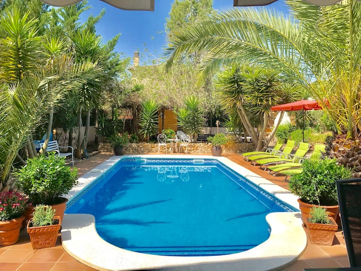 Exclusive  Apt. with lots of sports & Private Pool