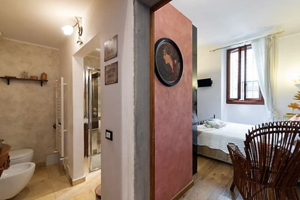 gorgeous private bathroom and the delicious doubleroom