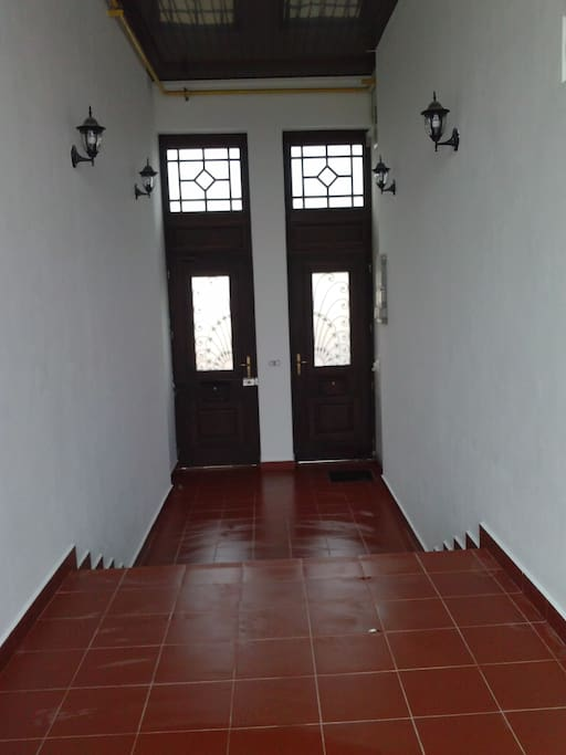 Entrance (inside)*Bejárat (belülről)