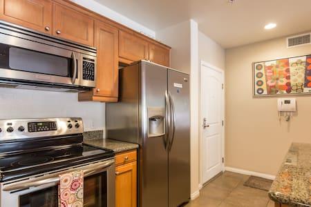 Secure and cozy home near USC - Los Angeles - Kondominium