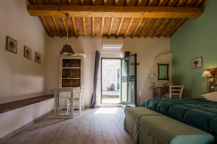 Studio apartment at Agriturismo Podere il Palagio