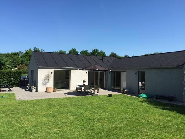 Nyistandsat villa i skønt område - Randers - Villa