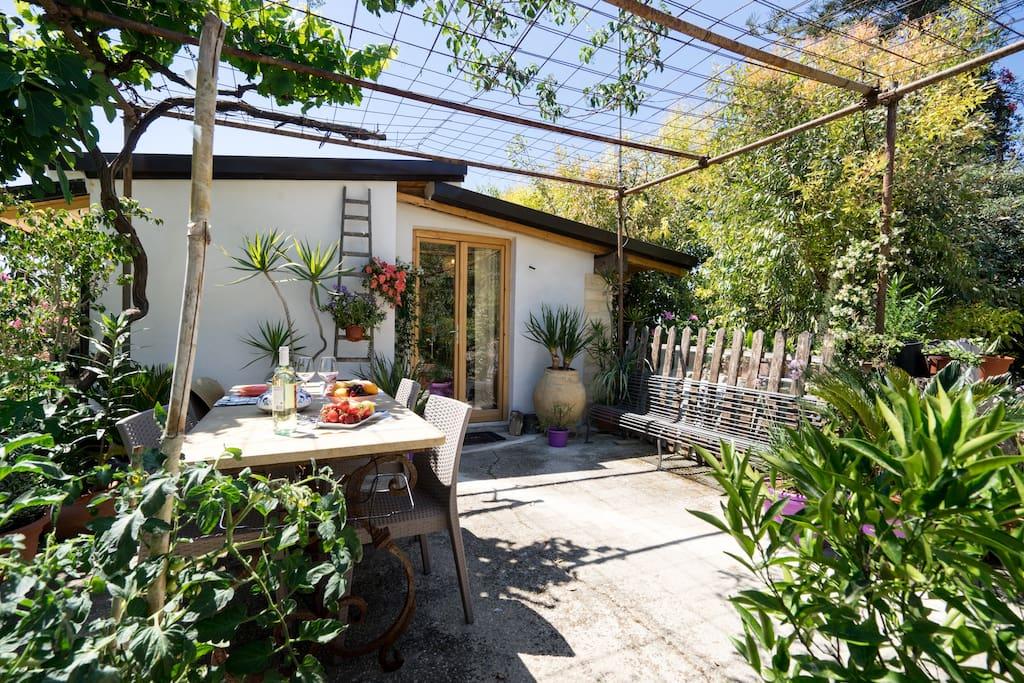 veranda con affaccio sul parco mediterraneo