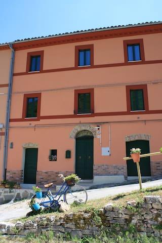 casa per vacanze relax e ferie - Fabriano - Huis