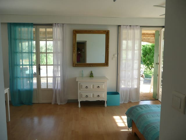 Room at the countryside in Nîmes. - Nîmes - Talo