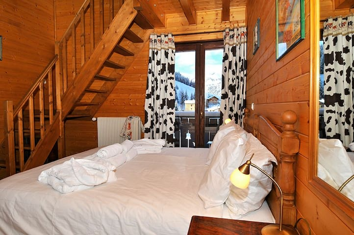 Split level family room in chalet - Châtel - Bed & Breakfast