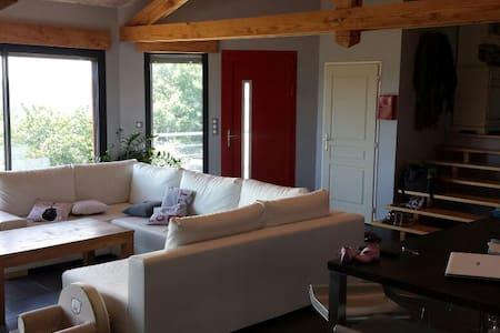 Maison sur chemin st Jacques GR65 - Livinhac-le-Haut - House