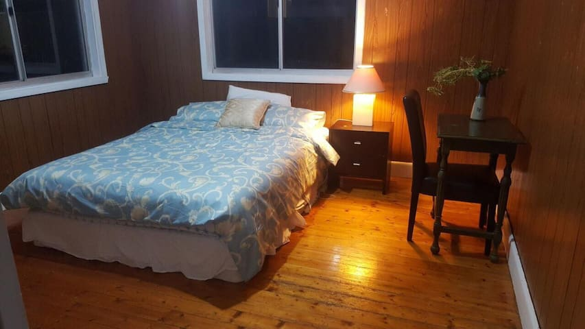 ⭐✿STYLISH ROOM IN SUNSHINE NORTH, 20 MINS TO CBD⭐✿