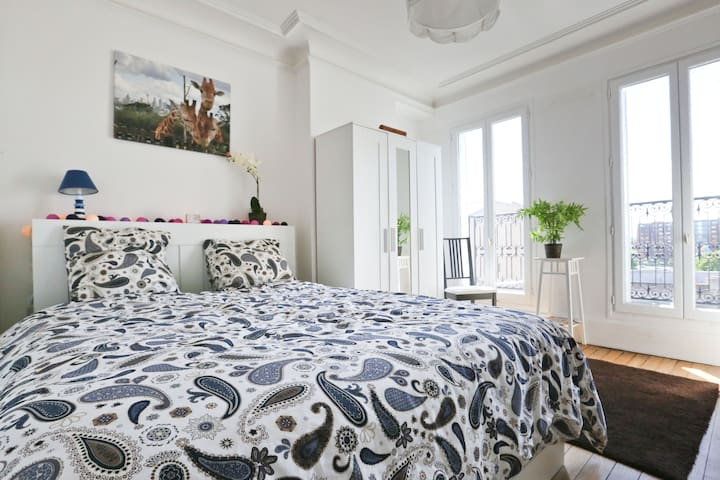 Apartment with a terrace and a great view! - Pantin - Huoneisto