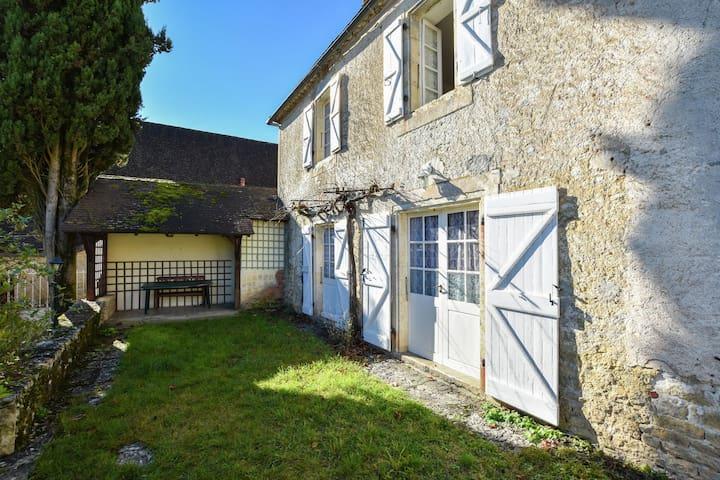 Ideal casa de vacaciones cerca del bosque en Montfaucon