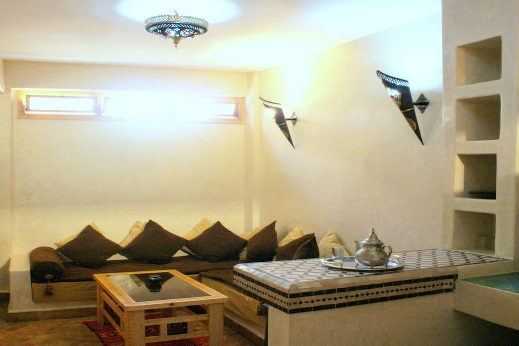 The cave's cosy Moroccan salon, incl satellite tv, wifi, dvd player, safe, etc.