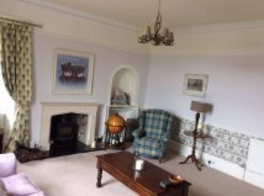 Front livingroom 2nd angle